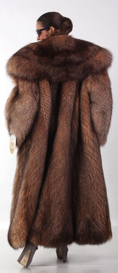 Jeho dĺžka by mala stačiť na pokrytie dlhé šatypreto je povolený len  predĺžený model. Kožušinový kabát je vždy štýlový d65124c7e4a