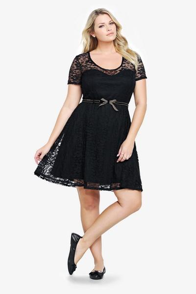 95f2fce2e35b7e В якості підкладки сукні з чорного гіпюру або мережива може  використовуватися світла тканина, і такі сукні виглядають дуже стильно і  оригінально.